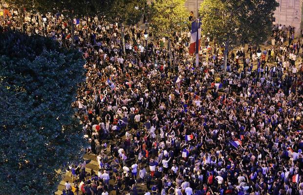 Dân Pháp đi bão mừng vé vào chung kết World Cup 2018 - Ảnh 8.