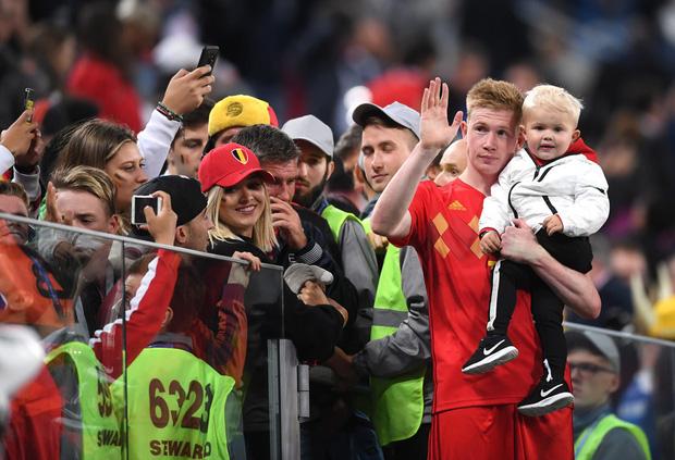 Sao tuyển Bỉ bình yên hôn con trai, dù thất bại trước cửa chung kết World Cup - Ảnh 3.