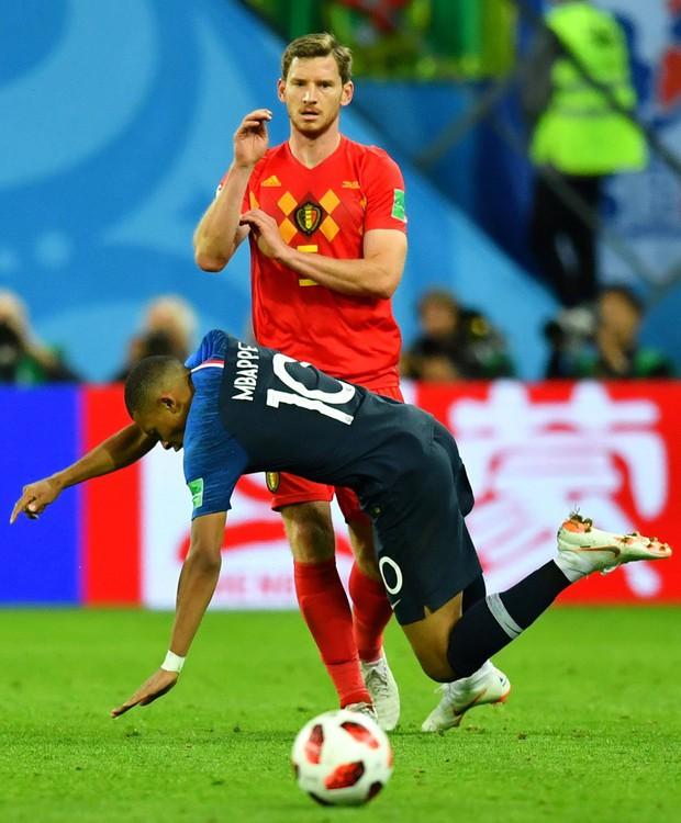 Mbappe lại lăn lộn ăn vạ giống Neymar trong trận Pháp - Bỉ - Ảnh 3.