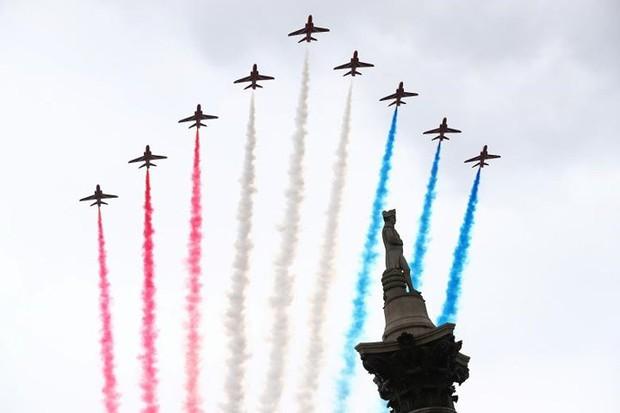 70.000 người mừng sinh nhật 100 tuổi của Không quân Hoàng gia Anh - Ảnh 2.