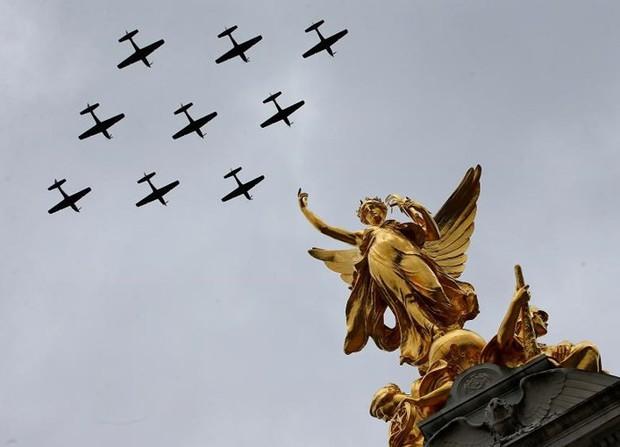 70.000 người mừng sinh nhật 100 tuổi của Không quân Hoàng gia Anh - Ảnh 8.