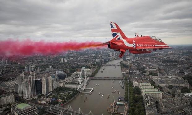 70.000 người mừng sinh nhật 100 tuổi của Không quân Hoàng gia Anh - Ảnh 9.