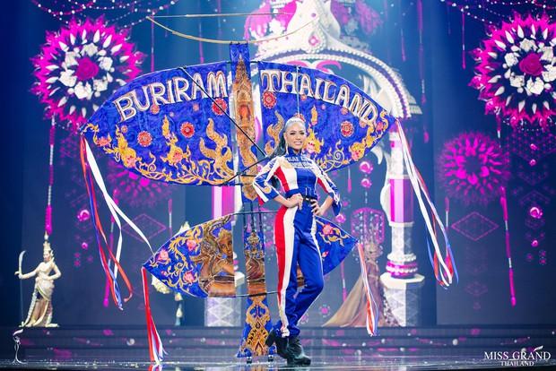 Dàn thí sinh Hoa hậu Hòa bình Thái Lan: Người cưỡi khủng long, kẻ biến thành tô tom yum chua cay trên sân khấu - Ảnh 11.