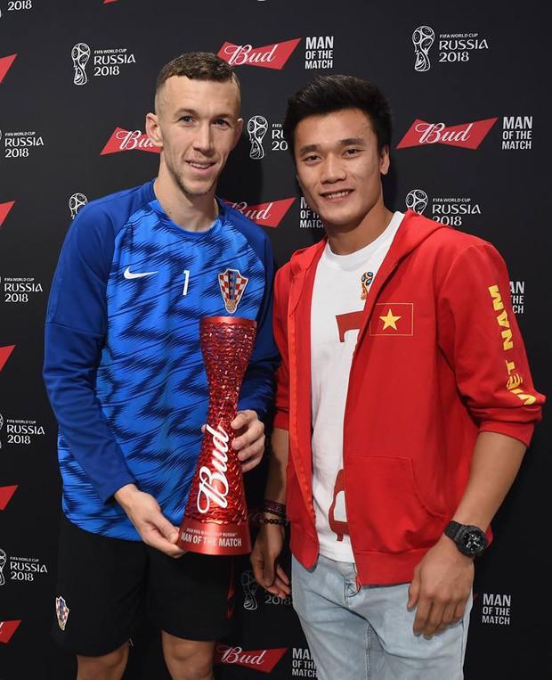 Bùi Tiến Dũng trao giải tại trận bán kết World Cup Anh vs Croatia - Ảnh 1.