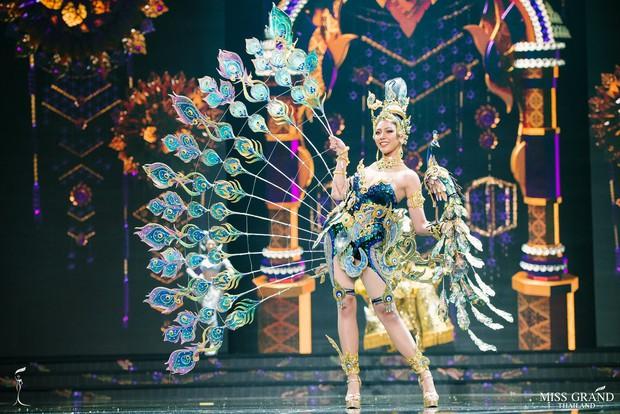 Dàn thí sinh Hoa hậu Hòa bình Thái Lan: Người cưỡi khủng long, kẻ biến thành tô tom yum chua cay trên sân khấu - Ảnh 8.