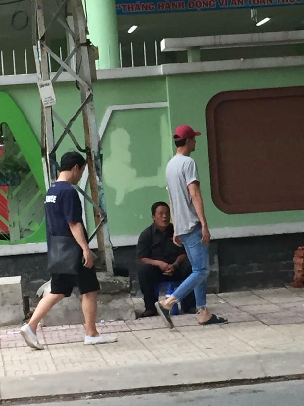 Tài tử Jo In Sung dạo phố Việt Nam: Đi dép lào, dáng đứng Bến Tre nhưng vẫn khiến fan vỡ tim vì ngoại hình - Ảnh 4.