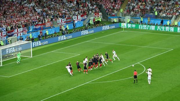 CĐV Croatia mừng phát điên khi đội nhà lần đầu tiên vào chung kết World Cup - Ảnh 3.