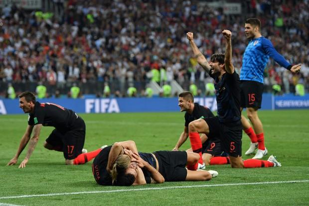 Hãy ngả mũ thán phục đội tuyển Croatia! Góp mặt ở chung kết World Cup 2018 sau 3 trận liên tiếp phải đấu thêm hiệp phụ - Ảnh 1.