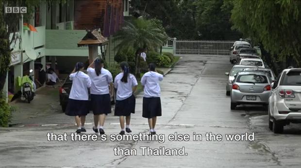 Thầy giáo tiếng Anh của các cầu thủ nhí Thái Lan vừa được giải cứu: Hãy học tiếng Anh đi vì rồi bạn cũng sẽ cần nó đấy! - Ảnh 5.