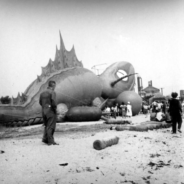 Rắn khổng lồ Nantucket 1937: Con quái vật biển gây rúng động giới khoa học, làm dân tình khiếp sợ xanh mặt hóa ra chỉ là... bong bóng đồ chơi - Ảnh 8.