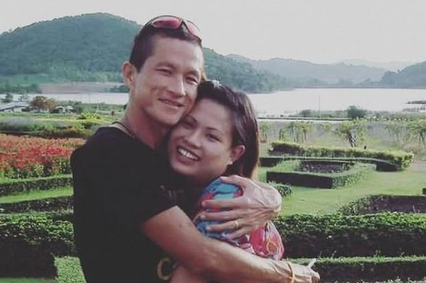 Vợ thợ lặn hy sinh trong chiến dịch giải cứu đội bóng Thái Lan: Lũ trẻ đừng tự trách mình - Ảnh 2.