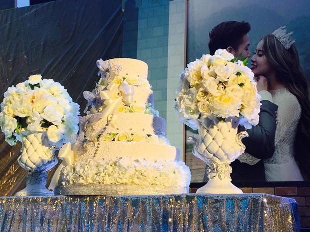 Lễ báo hỉ hoành tráng mời 1.000 khách, nguyên dàn motor đưa dâu, riêng trang trí đã hết 200 triệu ở Buôn Mê Thuột - Ảnh 4.