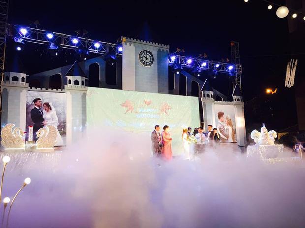 Lễ báo hỉ hoành tráng mời 1.000 khách, nguyên dàn motor đưa dâu, riêng trang trí đã hết 200 triệu ở Buôn Mê Thuột - Ảnh 6.