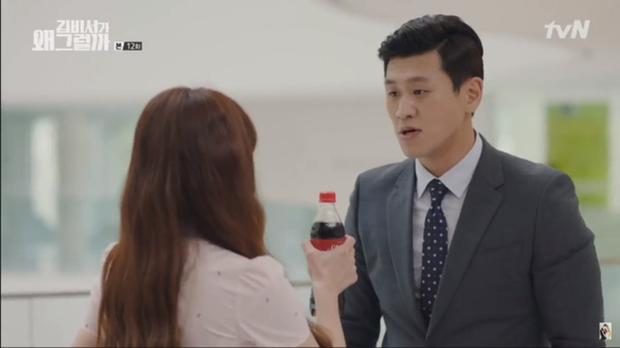 Chỉ cần một chai nước ngọt là bạn đã có cách tỏ tình siêu đáng yêu như cặp đôi phụ trong phim Thư ký Kim - Ảnh 2.