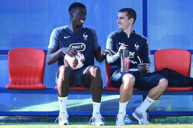 Pogba khen Griezmann là Zidane mới của bóng đá Pháp - Ảnh 1.