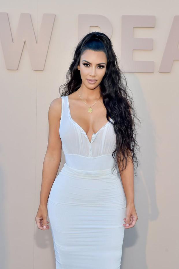 Nổi đình đám nhưng chính xác thì chị em nhà Kardashian - Jenner kiếm được bao nhiêu từ việc bán mỹ phẩm? - Ảnh 2.