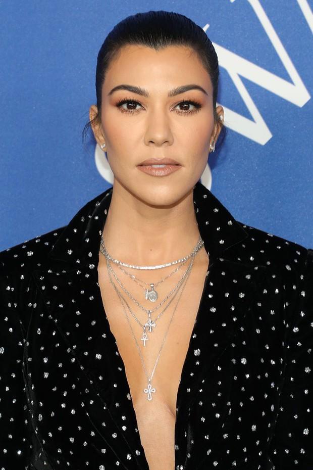Nổi đình đám nhưng chính xác thì chị em nhà Kardashian - Jenner kiếm được bao nhiêu từ việc bán mỹ phẩm? - Ảnh 5.