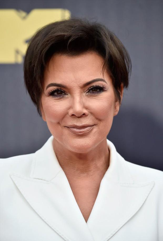 Nổi đình đám nhưng chính xác thì chị em nhà Kardashian - Jenner kiếm được bao nhiêu từ việc bán mỹ phẩm? - Ảnh 6.