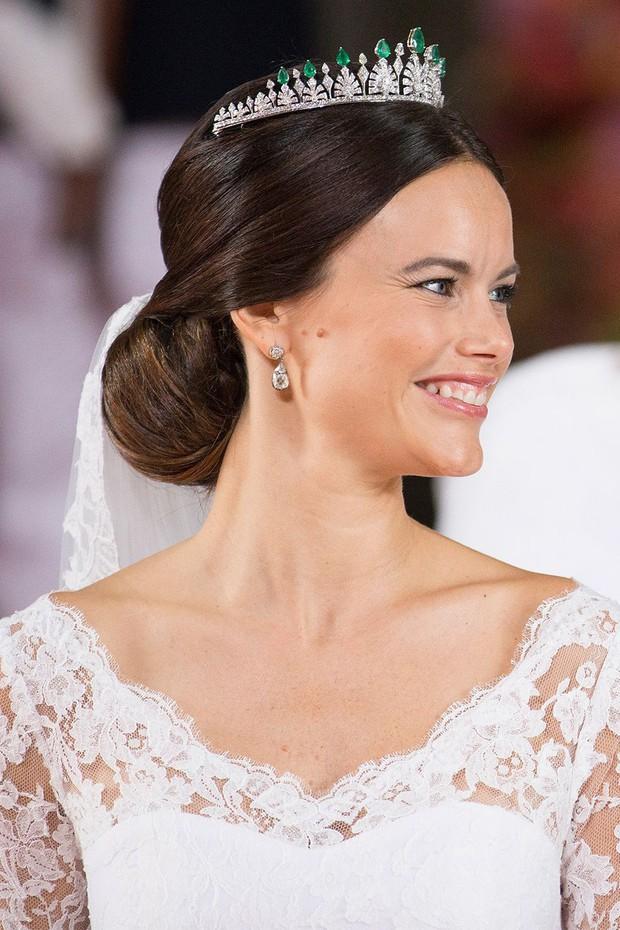 15 kiểu tóc ấn tượng của các người đẹp Hoàng gia: kiểu nào cũng hoàn hảo tựa như một tuyệt phẩm - Ảnh 11.