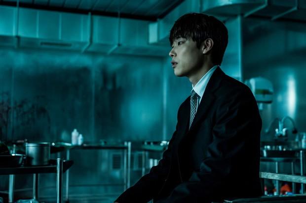 """Phim Hàn ăn khách nhất nửa đầu 2018 """"Believer"""": Tốt về mặt ý tưởng nhưng sai về cách triển khai - Ảnh 5."""