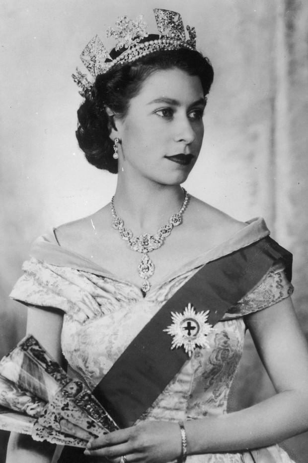 15 kiểu tóc ấn tượng của các người đẹp Hoàng gia: kiểu nào cũng hoàn hảo tựa như một tuyệt phẩm - Ảnh 5.