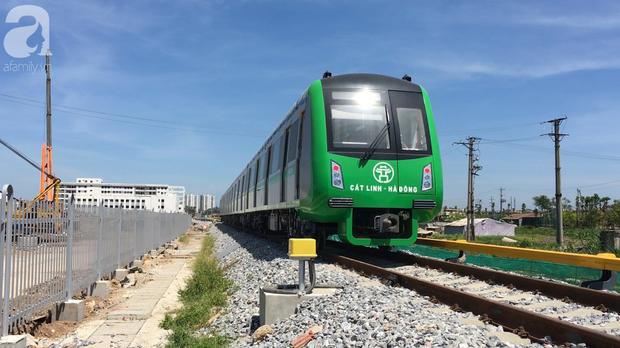 Tàu điện tuyến Cát Linh - Hà Đông chính thức đóng điện lưới Quốc Gia để chạy thử - Ảnh 9.