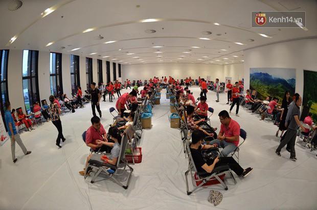 Gần 1.000 người đội mưa tham gia hiến máu trong ngày hội Giọt hồng tri ân và Hành trình Đỏ lần thứ VI - 2018 - Ảnh 9.