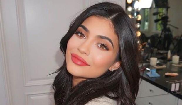 Dân tình rủ nhau quyên góp thêm 2.300 tỷ đồng để giúp Kylie Jenner trở thành tỷ phú USD trẻ nhất thế giới - Ảnh 1.