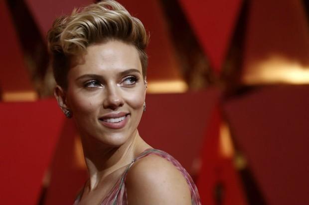 Scarlett Johansson rời bỏ vai diễn chuyển giới sau khi nhận đủ gạch đá từ cộng đồng LGBT - Ảnh 1.