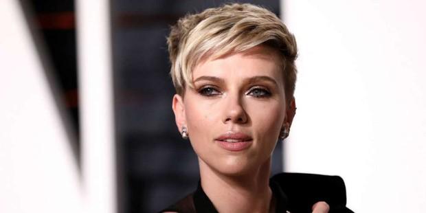 Scarlett Johansson rời bỏ vai diễn chuyển giới sau khi nhận đủ gạch đá từ cộng đồng LGBT - Ảnh 2.