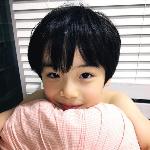 Sao nhí 9 tuổi của Thư ký Kim bỗng thành hiện tượng vì quá điển trai, tài năng: Nam thần tương lai đây rồi! - Ảnh 1.