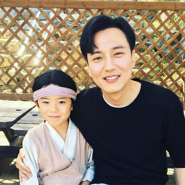 Sao nhí 9 tuổi của Thư ký Kim bỗng thành hiện tượng vì quá điển trai, tài năng: Nam thần tương lai đây rồi! - Ảnh 19.