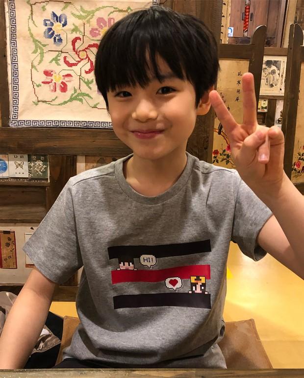 Sao nhí 9 tuổi của Thư ký Kim bỗng thành hiện tượng vì quá điển trai, tài năng: Nam thần tương lai đây rồi! - Ảnh 11.