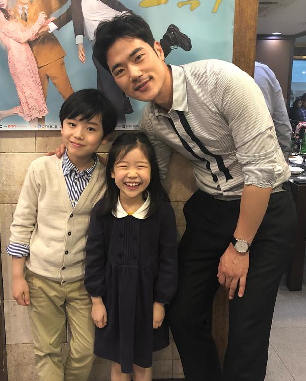 Sao nhí 9 tuổi của Thư ký Kim bỗng thành hiện tượng vì quá điển trai, tài năng: Nam thần tương lai đây rồi! - Ảnh 17.