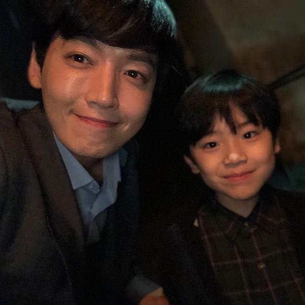 Sao nhí 9 tuổi của Thư ký Kim bỗng thành hiện tượng vì quá điển trai, tài năng: Nam thần tương lai đây rồi! - Ảnh 16.