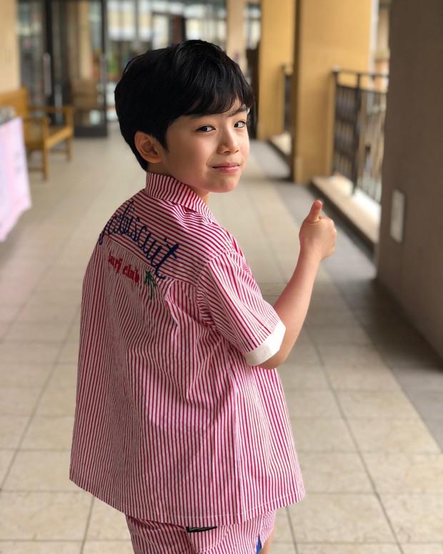 Sao nhí 9 tuổi của Thư ký Kim bỗng thành hiện tượng vì quá điển trai, tài năng: Nam thần tương lai đây rồi! - Ảnh 14.
