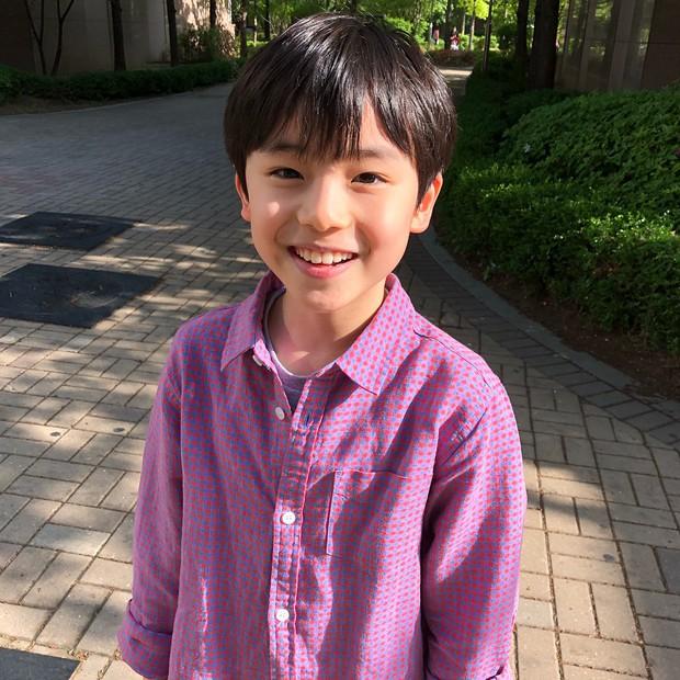 Sao nhí 9 tuổi của Thư ký Kim bỗng thành hiện tượng vì quá điển trai, tài năng: Nam thần tương lai đây rồi! - Ảnh 4.