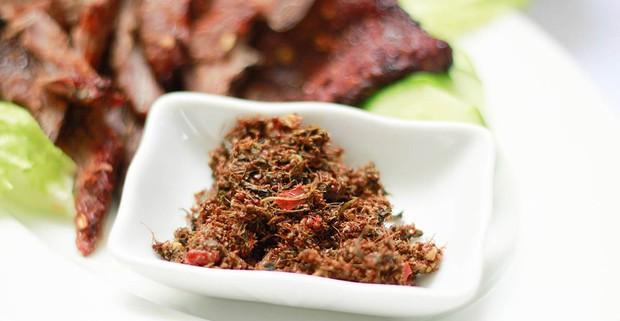 Hết Cao Bằng có bánh trứng kiến thì Gia Lai cũng không kém cạnh với muối kiến - một mĩ vị độc đáo của Tây Nguyên - Ảnh 7.