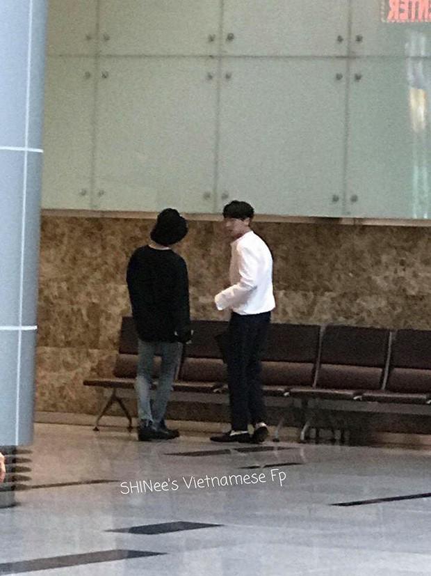 Nam thần đình đám Taemin (SHINee) bất ngờ có mặt ở Đà Nẵng, bịt kín nhưng vẫn bị fan phục kích tại sân bay - Ảnh 1.