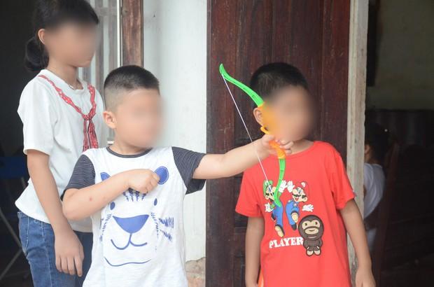 Giây phút đoàn tụ đầy hạnh phúc của hai cháu bé bị trao nhầm ở bệnh viện Ba Vì cách đây 6 năm - Ảnh 3.