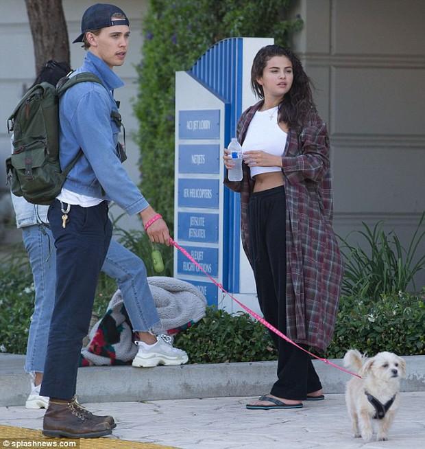 Selena Gomez tiếp tục xuống sắc sau tin Justin đính hôn, lộ mặt béo tròn thấy cả 2 cằm - Ảnh 5.