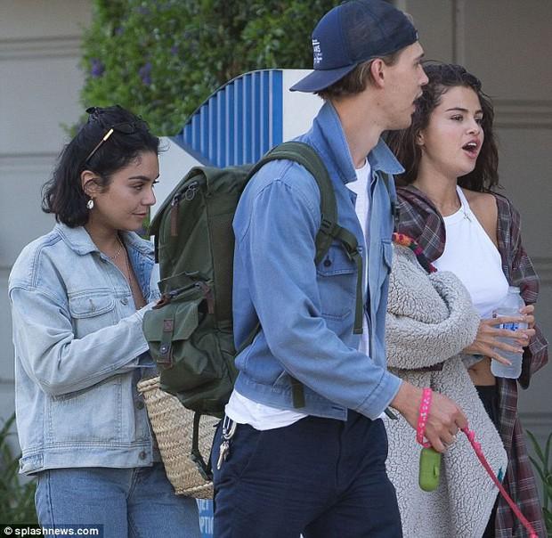 Selena Gomez tiếp tục xuống sắc sau tin Justin đính hôn, lộ mặt béo tròn thấy cả 2 cằm - Ảnh 2.