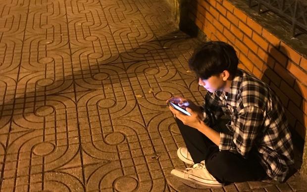 Chuyện thanh niên lần đầu có crush: Ôm điện thoại chat suốt ngày đêm xa lánh bạn bè, lập 2 nick Facebook để tự trút bầu tâm sự - Ảnh 1.