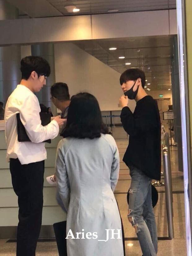 Nam thần đình đám Taemin (SHINee) bất ngờ có mặt ở Đà Nẵng, bịt kín nhưng vẫn bị fan phục kích tại sân bay - Ảnh 3.
