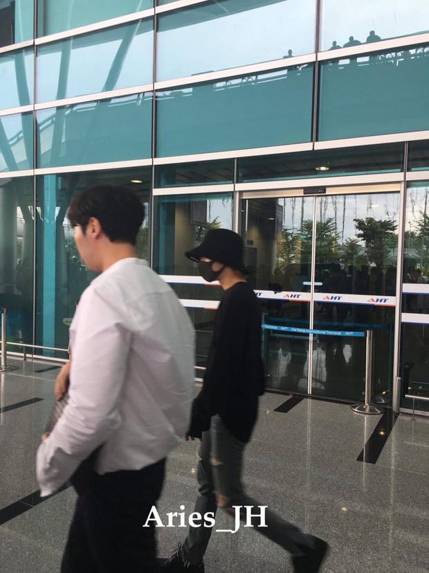 Nam thần đình đám Taemin (SHINee) bất ngờ có mặt ở Đà Nẵng, bịt kín nhưng vẫn bị fan phục kích tại sân bay - Ảnh 5.