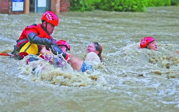 Trung Quốc, Nhật Bản: Diễn biến mưa lũ nghiêm trọng cản trở cứu hộ - Ảnh 1.