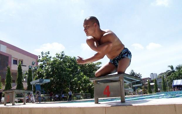 Chuyện chàng kình ngư không chân Nguyễn Hồng Lợi: Không thể đứng lên bằng đôi chân thì hãy đứng bằng nghị lực và ý chí! - Ảnh 3.