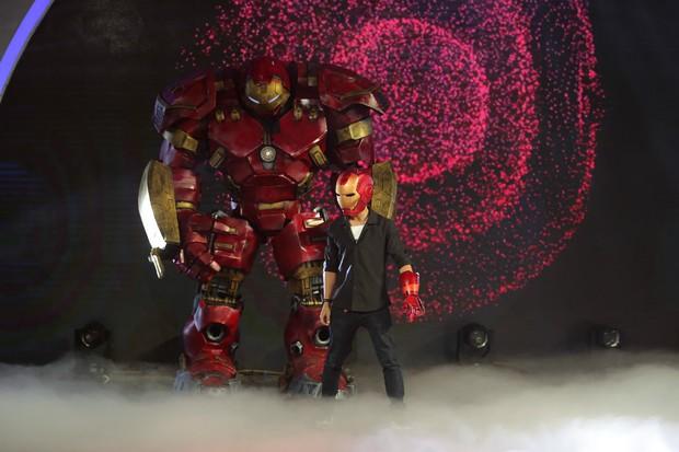 Ảo thuật siêu phàm: Mang Iron Man cao 3,5m lên sân khấu, thí sinh khiến Lý Nhã Kỳ chưa hài lòng - Ảnh 3.
