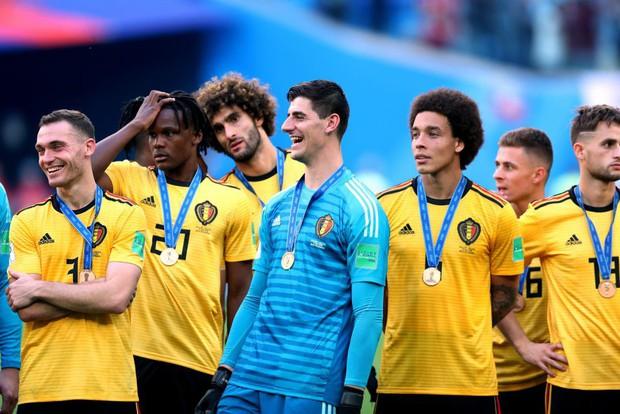 Modric gợi nhớ hình ảnh Messi, buồn bã nhận giải Quả bóng vàng World Cup 2018 - Ảnh 6.
