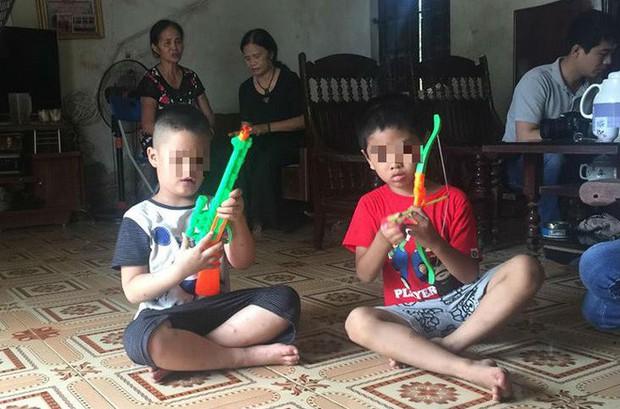 [Ảnh] Con trẻ liên tục rơi nước mắt, đòi xuống Hà Nội cùng mẹ vụ bệnh viện trao nhầm con - Ảnh 3.
